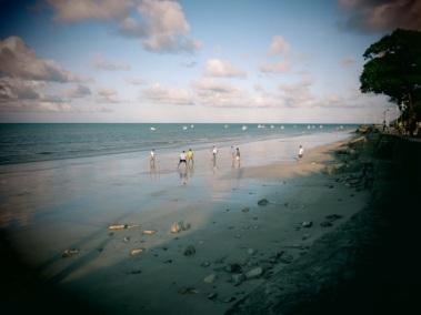 Match de foot sur la plage