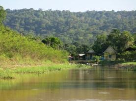 Le village de Kaw dans le marais.