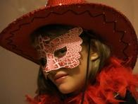 Qui se cache derrière ce masque ?