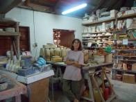 Ghislaine dans son atelier.