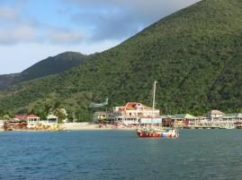 St Martin, l'île où les avions frôlent les maisons...