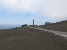 Le phare qui a été recouvert par les cendres dans les années 50.
